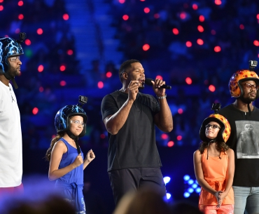 MLB player CC Sabathia, actress Cree Cicchino, TV personality/retired NFL player Michael Strahan, actress Madisyn Shipman, and NFL player Von Miller participate in a contest onstage