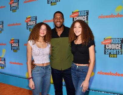 (L-R) Sophia Strahan, host Michael Strahan, and Isabella Strahan